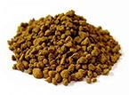 Conocida también como Tierra Roja. Es el sustrato más usado y quizás el más popular en el cultivo del Bonsái. Posee un PH neutro, porosidad y nutrientes. Permite el drenaje, descompactación, aireación y retención de humedad.